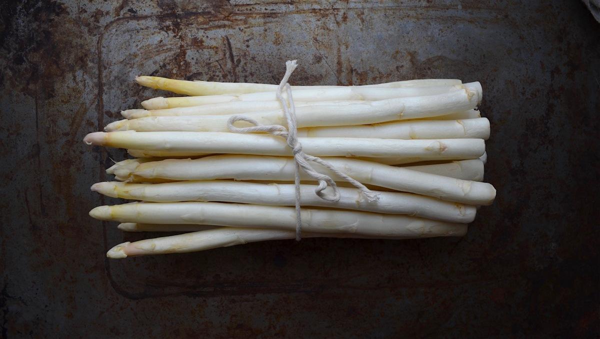 White Asparagus with Vinaigrette
