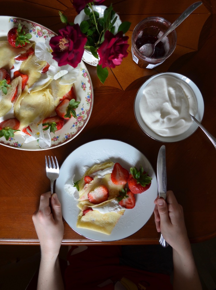 Crêpes with Strawberries and Cream